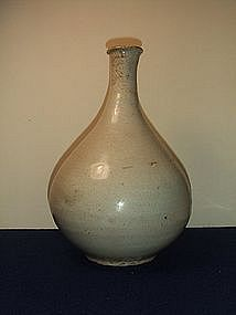 VERY RARE 15/16TH CENTURY CHOSON DYN WHITE GLAZED VASE!