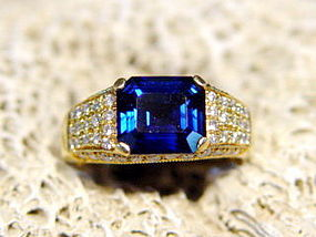 Solid 18K. Gold Ring with Blue Sapphire & Pave Diamonds