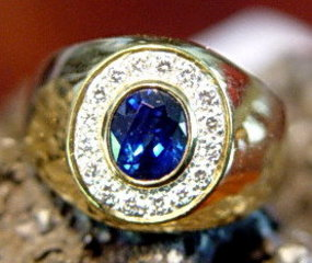 Solid 18K. Gold Ring with Top Blue Sapphire & Diamonds
