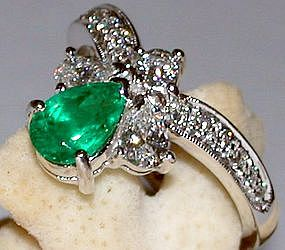 Genuine Pear shaped Emerald/Diamond Ring 18K White Gold