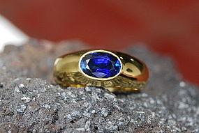 Large Ceylon Cornflower Blue Sapphire Ring 18K.