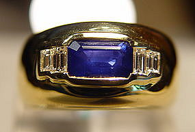 Ceylon Blue Sapphire Ring with 4 Diamonds 18K.
