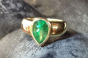Pear shaped Colombian Emerald Ring 18K.