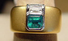 Emerald/Diamond Ring 18K. sandblasted yellow gold