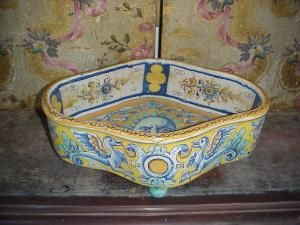 Italian Ceramic  300yr Dish Quartreped