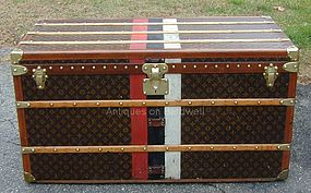 Louis Vuitton Trunk - Stunning!