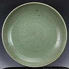 16TH C MING LONGQUAN CELADON INCISED CHARGER