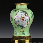 Qianlong Jiaqing Sgraffito Lime Green Ground Vase