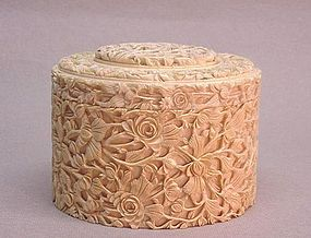 EARLY 19TH C. CHINESE EXPORT CARVED IVORY ROUND BOX