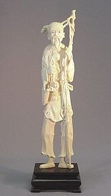 CHINESE IVORY CARVING OF AN ELDERLY MAN