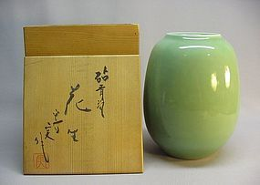 JAPANESE MID 20TH C. CELADON VASE