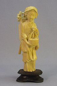 19TH CENTURY JAPANESE IVORY CARVING OF A FARM GIRL