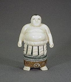 JAPANESE CARVED IVORY NETSUKE OF A SUMO WRESTLER