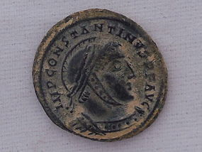 A ROMAN BRONZE FOLLIS OF CONSTANTINE I