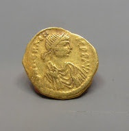 A BYZANTINE GOLD TREMISSIS OF HERACLIUS