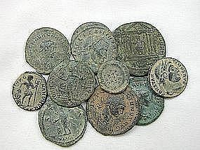 A COLLECTION OF 10 ROMAN BRONZE COINS