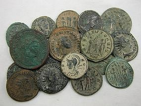A COLLECTION OF 18 ROMAN BRONZE COINS