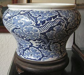 CHINESE BLUE WHITE DRAGON FLOWER POT