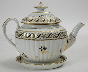 Chamberlains Worcester porcelain teapot and stand