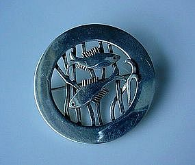 STERLING LEONORE DOSKOW 2 FISH PIN DATED 1977