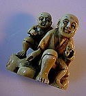 IVORY NETSUKE MAN AND SON HIGHLY DETAILED CARVING