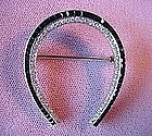 PLAT ART DECO DIAMOND & ONYX HORSESHOE PIN