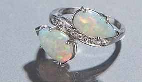 BEAUTIFUL ESTATE 2 OPAL & DIAMOND RING IN PLATINUM