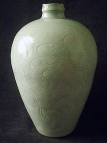 SONG DYNASTY - QINGBAI /YINGYING INCISED LOTUS MEIPING