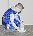 B&G Figurine - Girl Feeding Cat #1745