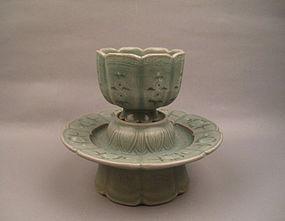 A Rare Museum Quality Koryo Celadon Cup Stand