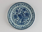 A MING DYNASTY EARLY 16th CENTURY B/W DISH WITH PEACOCK DESIGN
