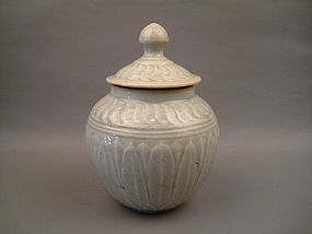 A White Glaze Jar With Cover
