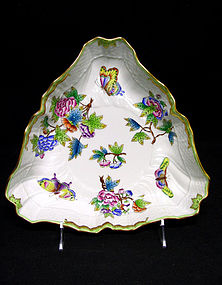 Herend Queen Victoria Triangle Dish Green Border