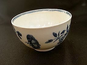 Blue and white tea bowl, Worcester or Caughley
