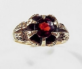 Victorian 10K Gold & Garnet Lion�s Claw Man�s Ring