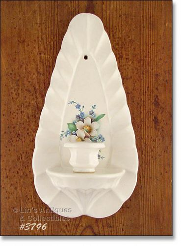 McCOY POTTERY � FLORAL COUNTRY CANDLEHOLDER / SCONCE