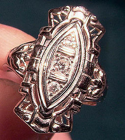 ART DECO 18K WHITE GOLD DIAMOND COCKTAIL RING c1920s