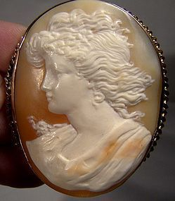 Superior 19thC 12K Gold LADY PORTRAIT CAMEO