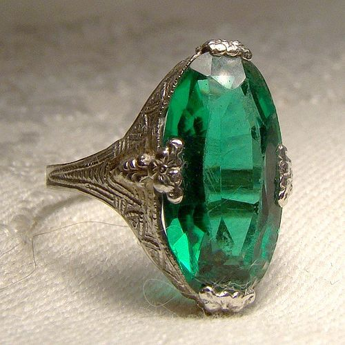 161c5f86fac8c Art Deco 10K White Gold Synthetic Emerald Filigree Cocktail Ring ...