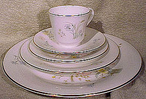 Royal Doulton FLIRTATION H 5043 CHINA - Assorted pieces