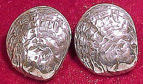 VICTORIAN SHELL SHAPED SILVERPLATED COLLAR BUTTONS