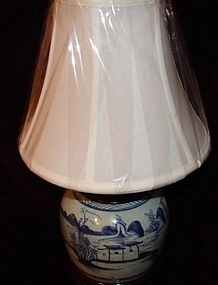 CHINESE EXPORT BLUE AND WHITE LAMP