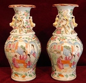 C. 1830 PAIR OF EXPORT CANTON ROSE BALLUSTER VASES
