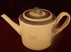 C 1800 CHINESE EXPORT DRUM TEAPOT, AMERICAN MARKET