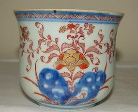 18TH CENTURY C. 1720 CHINESE IMARI CACHE POT