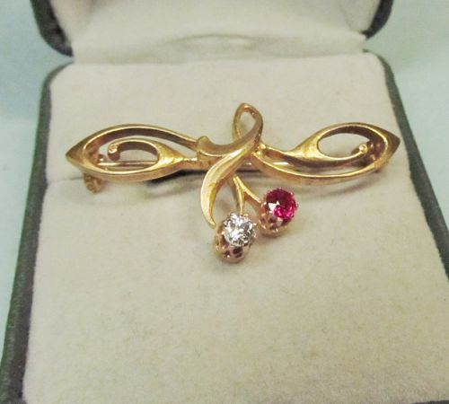 14Kt Art Nouveau Pin with Ruby and Diamond