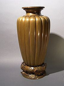 Japanese Meiji Period Chrysanthemum Design Bronze Vase