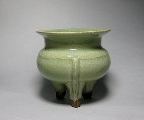 A Longquan Guan-Typed Censer of Southern Song Dynasty.