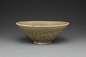A Big Yaozhou Carved Bowl of Jin Dynasty
