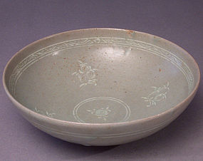 Korean Koryo dynasty slip inlaid celadon bowl